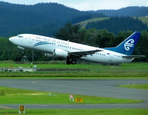 Air_New_Zealand_737_ZK-NGH_Dunedin_Airport