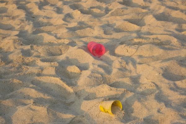 garbage-white-sand